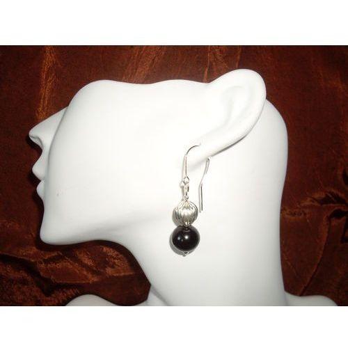 K-00011 Kolczyki ze szklanych czarnych perełek, z metalowym koralikiem od galeriawszkatulce.bazarek.pl