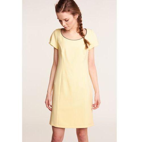 6f5049ea71b1a0 Żółta sukienka z koronką na plecach marki Nuance 299,00 zł Sukienka w  kolorze żółtym o prostym, ołówkowym kroju. Dekolt krągły, jego brzegi w  kolorze ...