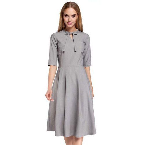 Moe Szara sukienka elegancka rozkloszowana z wiązaniem przy dekolcie