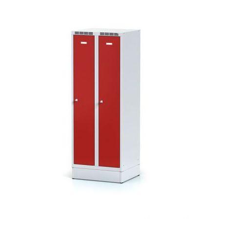Metalowa szafka ubraniowa obniżona, na cokole, czerwone drzwi, zamek cylindryczny