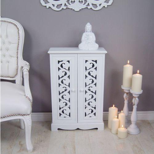 Design by impresje24 Komoda z serii romantic, ażurowe drzwiczki, trzy półki, matowa biel.