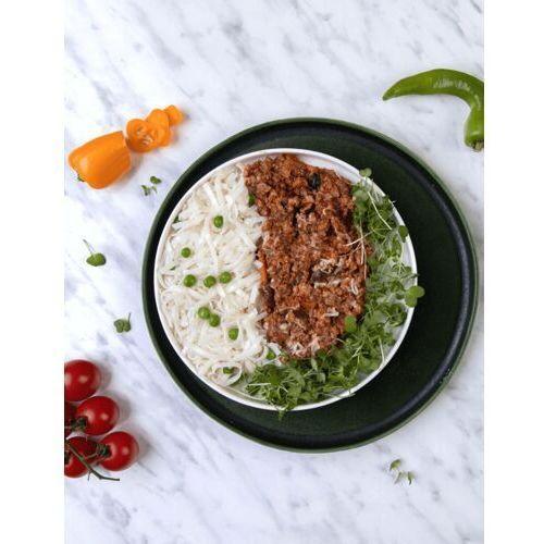 Ziołowa wołowina na ostro z makaronem ryżowym i zielonym groszkiem / NIEPASTERYZOWANE