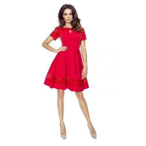 Koktajlowa sukienka z koronkowymi wstawkami