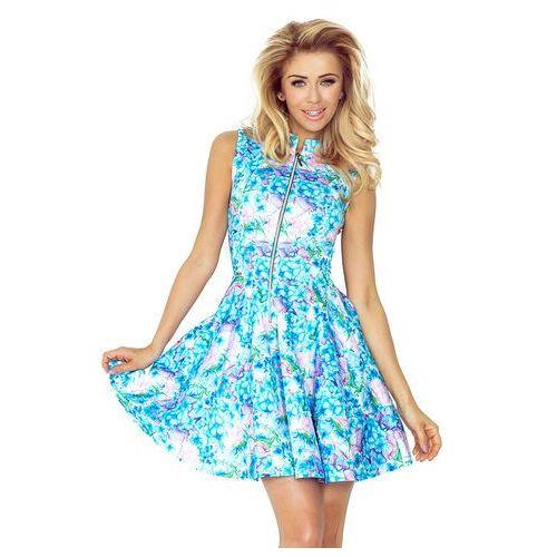 Niebieska sukienka w kwiaty rozkloszowana z suwakiem bez rękawów marki Numoco
