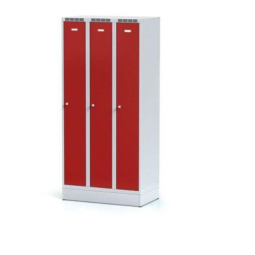Metalowa szafka ubraniowa trzydrzwiowa, na cokole, czerwone drzwi, zamek cylindryczny