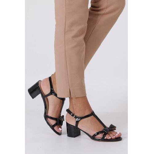 12a391775850f7 ... 99,99 zł Czarne sandały lakierowane ze skórzaną wkładką na niskim  obcasie kokardka Casu N19X1/B » · Czarne sandały na słupku z zakrytą piętą  pasek wokół ...