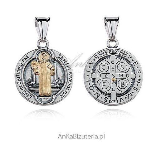Medalik srebrny oksydowany z pozłacanym wizerunkiem św. benedykta marki Anka biżuteria