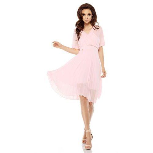 Różowa elegancka kopertowa sukienka z plisowanym dołem marki Lemoniade