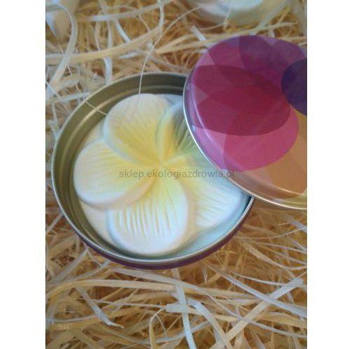 Taoasis Kamień ceramiczny z kwiatem w metalowym puzderku do aromaterapii.