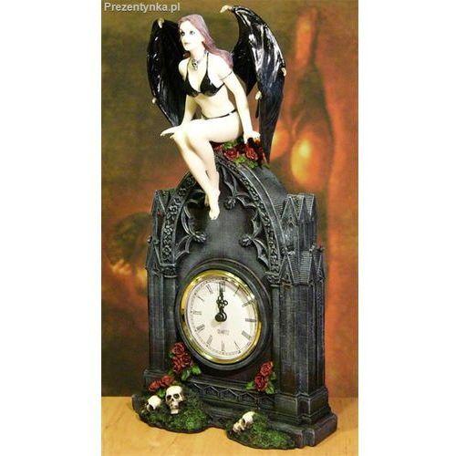 Zegar z mroczną kobietą