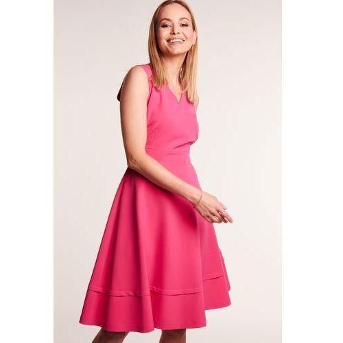 ade134c47a4ade Różowa sukienka rozkloszowana, rozkloszowana 419,00 zł Sukienka w kolorze  różowym. Dekolt efektownie wycięty w V, zarówno z przodu jak i z tyłu.