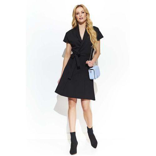 1e67aeb236 Makadamia Czarna rozkloszowana sukienka z kopertowym dekoltem przewiązana  paskiem 128