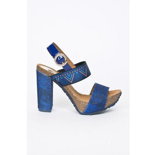 - sandały marki Desigual