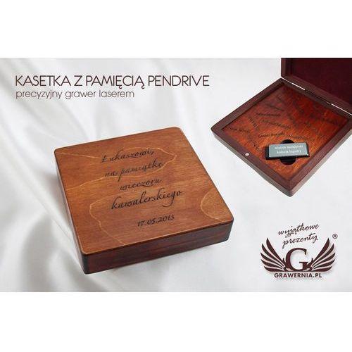 Wieczór kawalerski - kasetka z pamięcią pendrive na fotografie i filmy z imprezy marki Grawernia.pl - grawerowanie i wycinanie laserem
