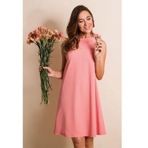 5508b849621b47 ... kolor pomarańczowy 155,00 zł Czy można czuć się swobodnie, a zarazem  elegancko w sukience? Tak! Stawiając na luźny, trapezowy krój z dekoltem.