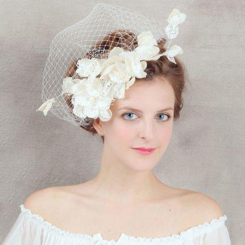 Woalka ślubna z koronkowymi kwiatami