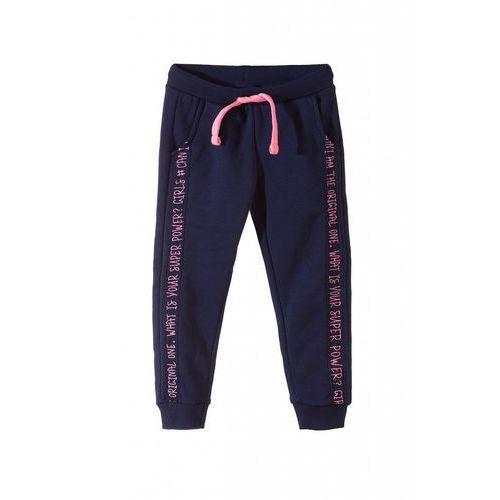 f4e443dda92379 Spodnie dresowe dziewczęce 3M3607 24,99 zł tradycyjne spodnie dresowe w  dziewczęcym stylu to element, który stanie na wysokości zadania w  garderobie każdej.