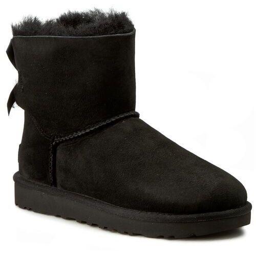 d78caf2540fa2 Buty - w mini bailey bow ii 1016501 w/blk, Ugg, 36-42 899,00 zł dostosowane  do niskich temperatur śniegowce Ugg. Cholewkę butów tworzy skóra naturalna  ...