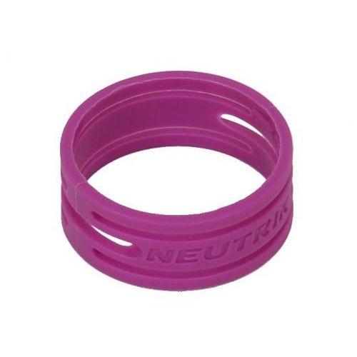 xxr 7 pierścień na złącze nc**xx* (fioletowy) marki Neutrik