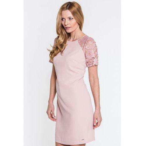 bac98308784138 Różowa sukienka z koronką - EMOI, 1 rozmiar 229,00 zł Sukienka w odcieniu  pudrowego różu. O dość dopasowanym kroju z lekko zwiększanym dołem.