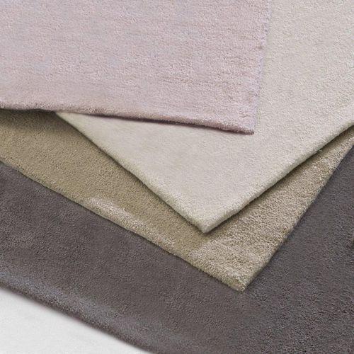Tuftowany dywanik przed łóżko z bawełny Renzo - produkt dostępny w La Redoute