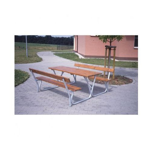 Stół z ławkami i oparciami